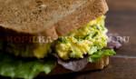 Горячий бутерброд с варёным яйцом.