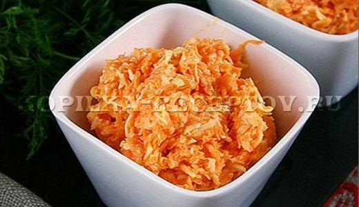 Салат из сырой моркови с сыром